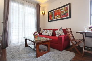 Bright serviced apartment with 1 bedroom for rent on Dao Tan street, Ba Dinh district