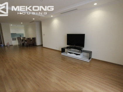 Good apartment with 4 bedrooms for rent in Vinhomes Nguyen Chi Thanh