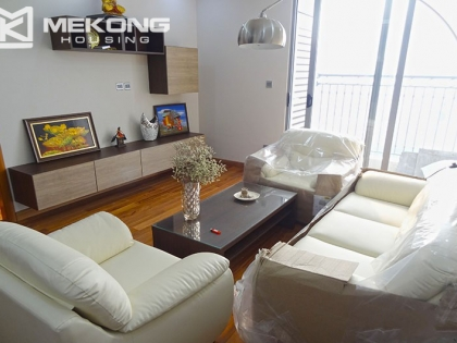 High floor apartment with 2 bedrooms for rent in Vincom Nguyen Chi Thanh