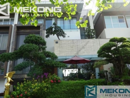 Large and fuly furnishied villa for rent in Ciputra Hanoi