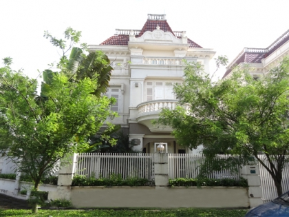 Large garden, very bright villa with 5 bedrooms for rent in Ciputra Hanoi