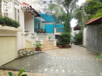 Luxury villa in Vuon Dao for rent with 5 bedrooms
