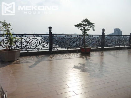 Modern and spacious penthouse apartment  in Xuan Dieu Street, Tay Ho