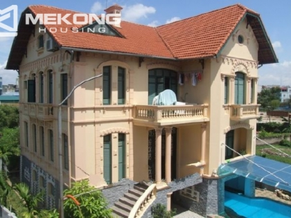 Spacious villa for rent in Hai Ba Trung district, with private swimming pool.