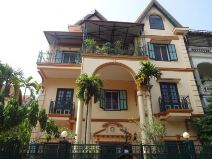 Special villa at Dang Thai Mai street, Tay Ho with 5 bedrooms for rent