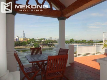 Truc Bach lake view apartment for rent in Tran Vu, Ba Dinh district, Hanoi