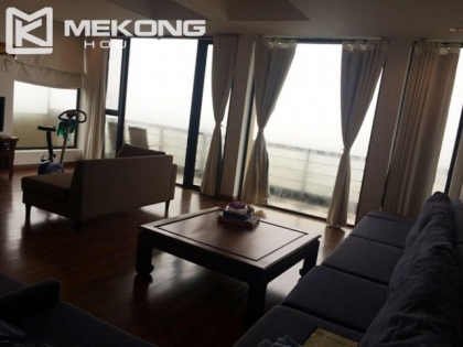 Very nice Villa for rent with 4 bedrooms and lake view in Tay Ho