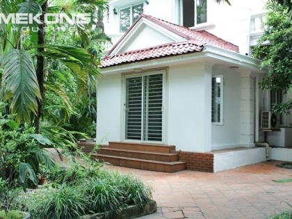Villa with garden in Tay Ho for rent with 6 bedrooms