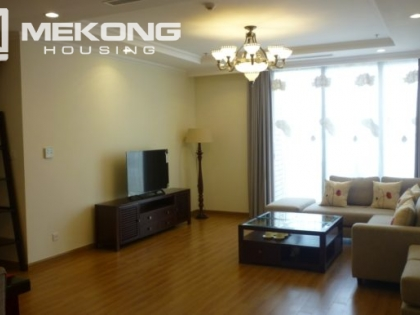 Vinhomes Nguyen Chi Thanh has an apartment for rent with 3 bedrooms